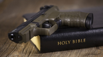 guns_in_church
